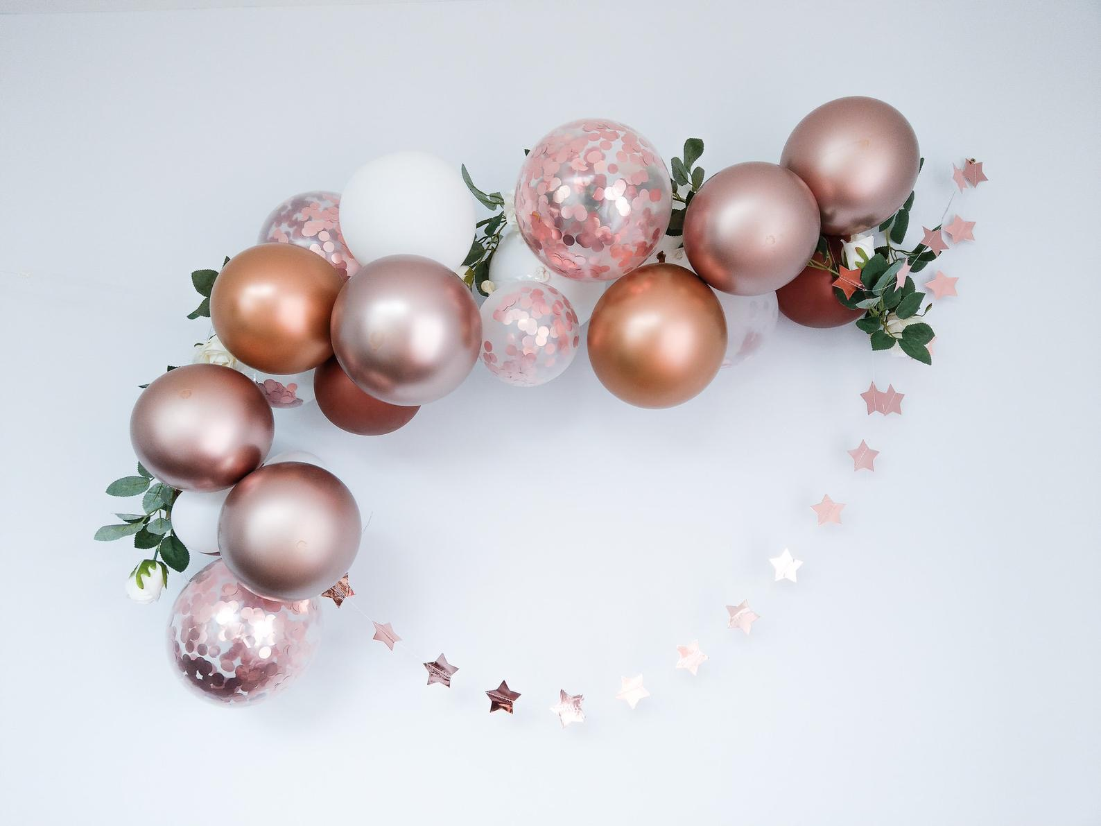 rose gold hen party balloon garland